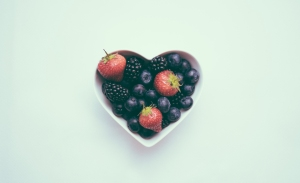 heart-shaped-fruit-bowl