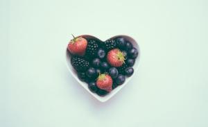 heart-shaped-fruit-bowl